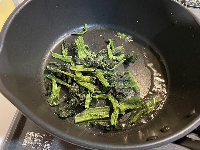 特別栽培宮崎のカットほうれん草300g炒める