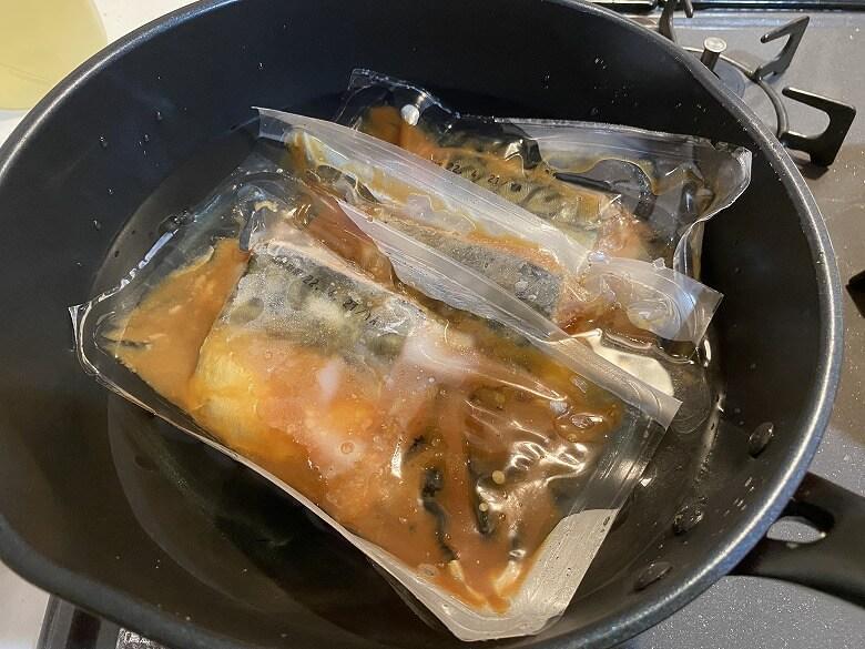 コープデリ 骨取りさばの味噌煮 湯煎
