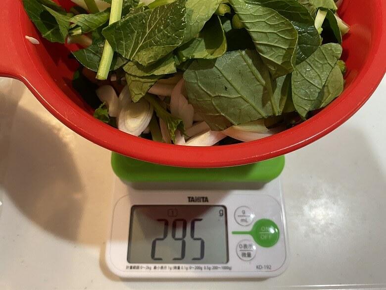 コープデリ「みつせ鶏のふわふわだんごと白湯スープ」加えた野菜の量
