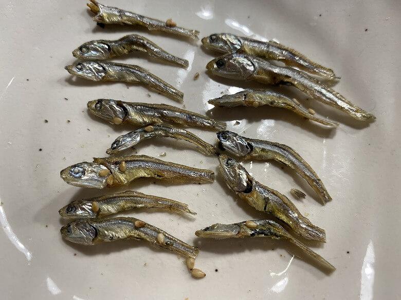 コープデリ「ぽりぽり小魚4.5g × 15袋」レビュー 中身