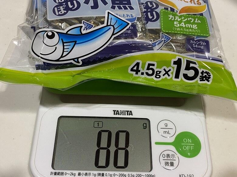コープデリ「ぽりぽり小魚4.5g × 15袋」レビュー 全体の重さ
