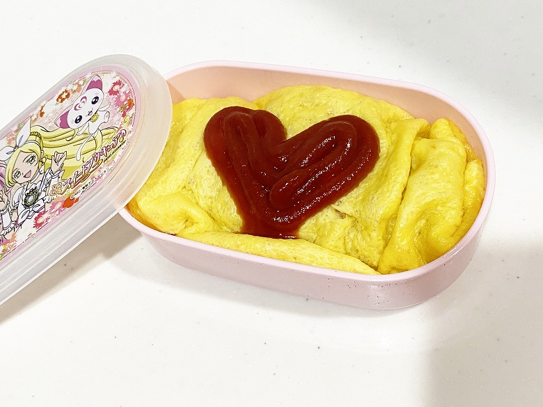 コープデリ ふっくら卵のオムライス2食入(200g × 2)お弁当盛り付け